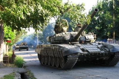 В оккупированном Луганске на запад движутся танки