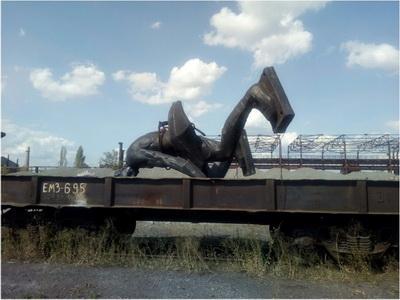 Оккупационные «власти ДНР» демонтируют и вывозят памятники… на металл
