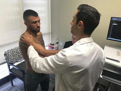 Ломаченко на полгода оставит ринг из-за травмы плеча