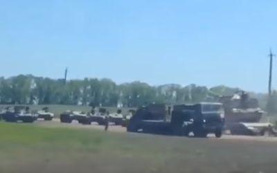 У российско-украинской границы замечена военная колонна: появилось видео