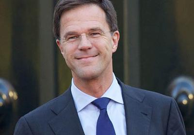 Премьер Нидерландов помыл пол в парламенте  (ВИДЕО)