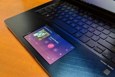 ASUS представила ноутбук с тачскрином вместо тачпада