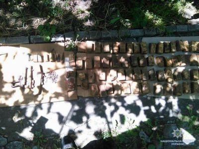 Бабушка из Краматорска сдала массу боеприпасов и взрывчатки
