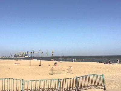 На пляже под Мариуполем обнаружен радиоактивный песок