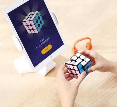 """Xiaomi создала """"Кубик Рубика XXI века"""""""