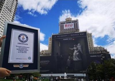 Бигборд с рекламой Huawei P20 Pro установил рекорд Гиннеса