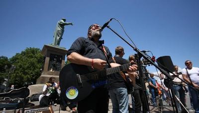 Борис Гребенщиков дал уличный концерт в Одессе
