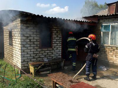 Жилой дом пылал на Луганщине