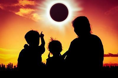 Пятница, 13-е: как прожить сложный день солнечного затмения