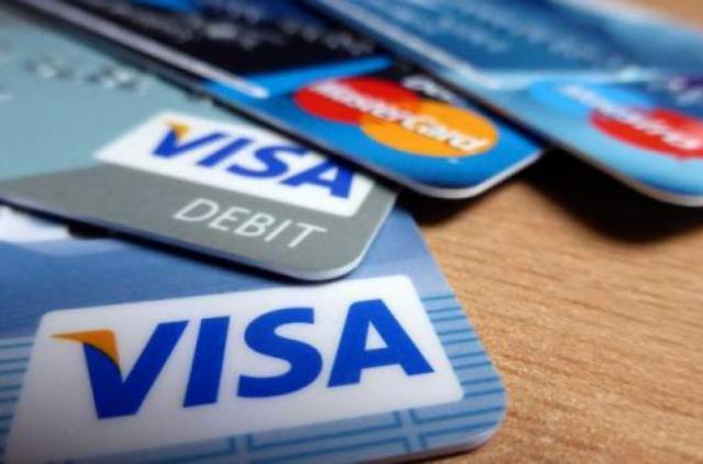Банки массово блокируют карточки украинцев