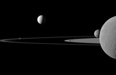 """Ученые записали """"разговор"""" Сатурна со своим спутником (ВИДЕО)"""