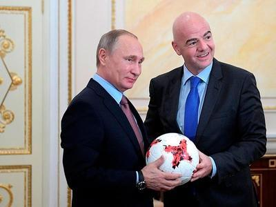 Глава ФИФА рассыпался в комплиментах России