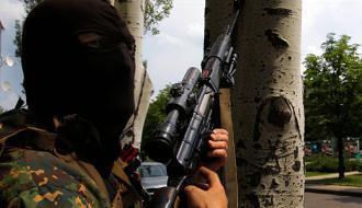 Бойцы ВСУ запугивают боевиков «Пятнашки» флагом США