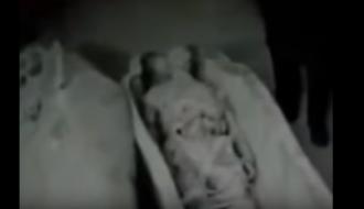 На раритетном видео показали двухметровые мумии инопланетян в Египте