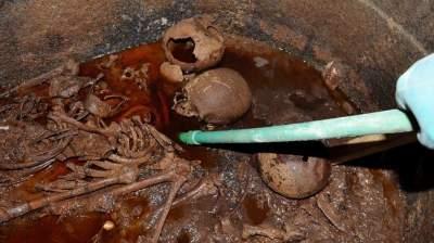 ШОК! Британец потребовал разрешения выпить красную жидкость из египетского саркофага