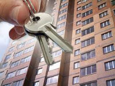 Отбирают жилье у хозяев: В Украине запущена новая волна «страшилок» о переселенцах