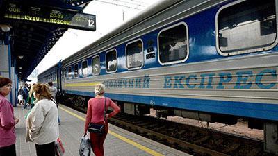 """""""Укрзализныця"""" сократила пассажирские перевозки в Россию в пять раз"""