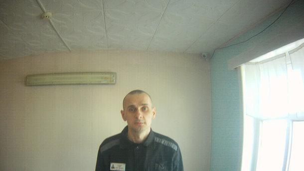 Тюремщики рассказали, что Сенцов отказался от гражданской клиники