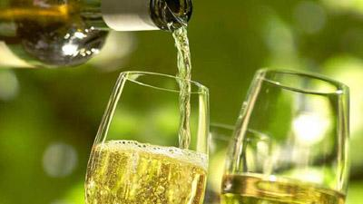 Медики назвали спиртной напиток, спасающий от инфаркта