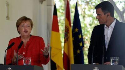 Меркель призывает ЕС бороться с потоком беженцев вместе