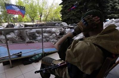 С блокпостов боевиков людей увозят на скорых: появились детали