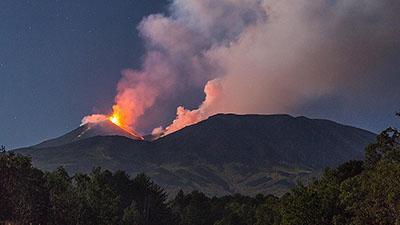 Крупнейший вулкан Европы проснулся, лава сжигает все на своем пути: жуткие ФОТО, ВИДЕО