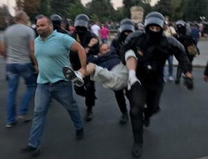 Полиция силой разогнала протестующих в центре Кишинева