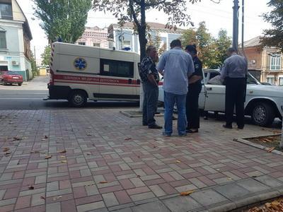 В Мариуполе под Ощадбанком умер пенсионер из Донецка