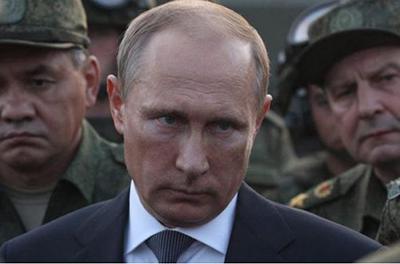 Путину придется ответить: под российское посольство в Киеве принесли сотни крестов