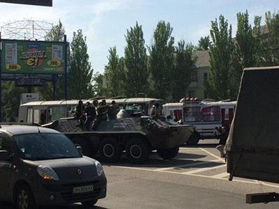 Изъяли флешки, город «закрыли», ездят БТР: Очевидцы о ситуации в Донецке после подрыва Захарченко