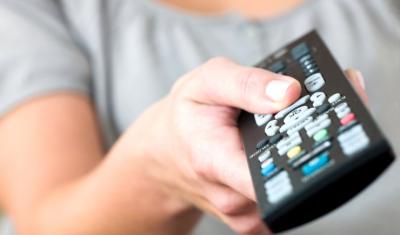 Ученые выяснили, как телевизор и смартфоны влияют на интимную жизнь