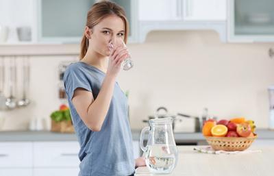 Грозит диабетом! Почему нельзя пить воду после еды