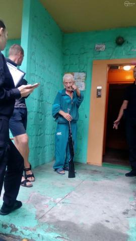 В Мариуполе пенсионер стрелял из ружья по школьникам