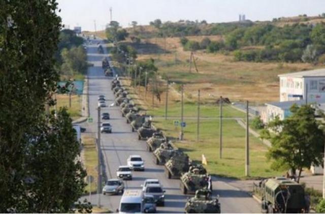 Россия ввела в Украину колонну военной техники и солдат: что происходит