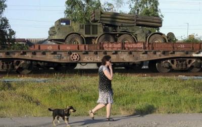 """Россия открыто запугивает Украину войной: на границу Донбасса переброшена колонна """"Ураганов"""""""