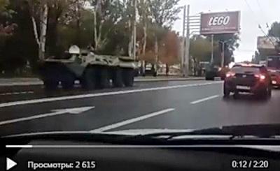 Боевики готовятся наступать: переброска колонны российских БТРов через улицу Артема в Донецке. ВИДЕО