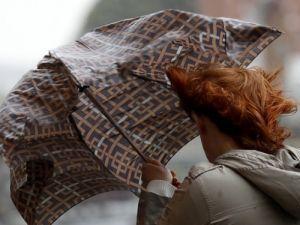 Дождь, град и сильный ветер. На Донецкую область надвигается шторм