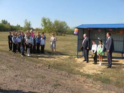 Раздел: Курьезы  0 Маразм крепчал: на Харьковщине торжественно открыли мусорные баки