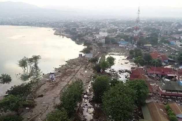 Больше 800 погибших, тысячи пропавших. После цунами Индонезия лежит в руинах