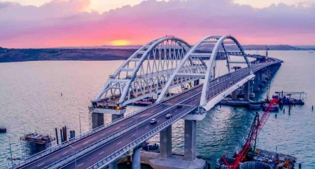 Крымский мост рушится. Стала известна причина