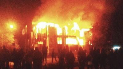 Сильный пожар в Антраците: полностью выгорело здание ТЦ «Маяк»