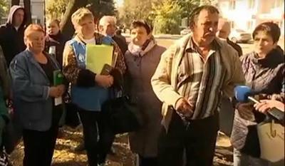 Остались без всего: Переселенцы просят помочь им с жильем