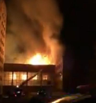 В Донецке снова бушует пожар