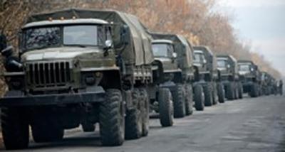 К чему готовится Россия? С территории РФ в «ДНР» через лесополосу на границе проезжают «Уралы» и «КАМазы»