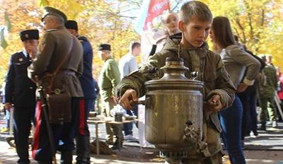 С ликом Захарченко и самоварами: В «ЛНР» показали, как гуляют казаки