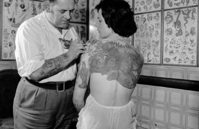 Медики рассказали, как татуировки влияют на организм женщин