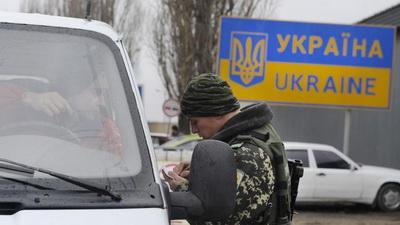 МинВОТ: Украинцы стали чаще ездить в аннексированный Крым