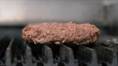 На выставке в Лас-Вегасе представили искусственное мясо: опубликовано видео