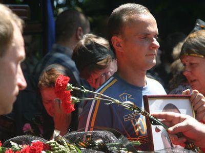 Последнее «прости». На кладбище возле 29-й шахты в Кировском районе обрели покой пятеро горняков. Еще одного похоронили на Мушкетовском кладбище.