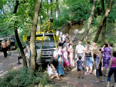 Жители поселка организовали акцию, пригласив на незаконную стройплощадку и журналистов «Донбасса», и милицию…